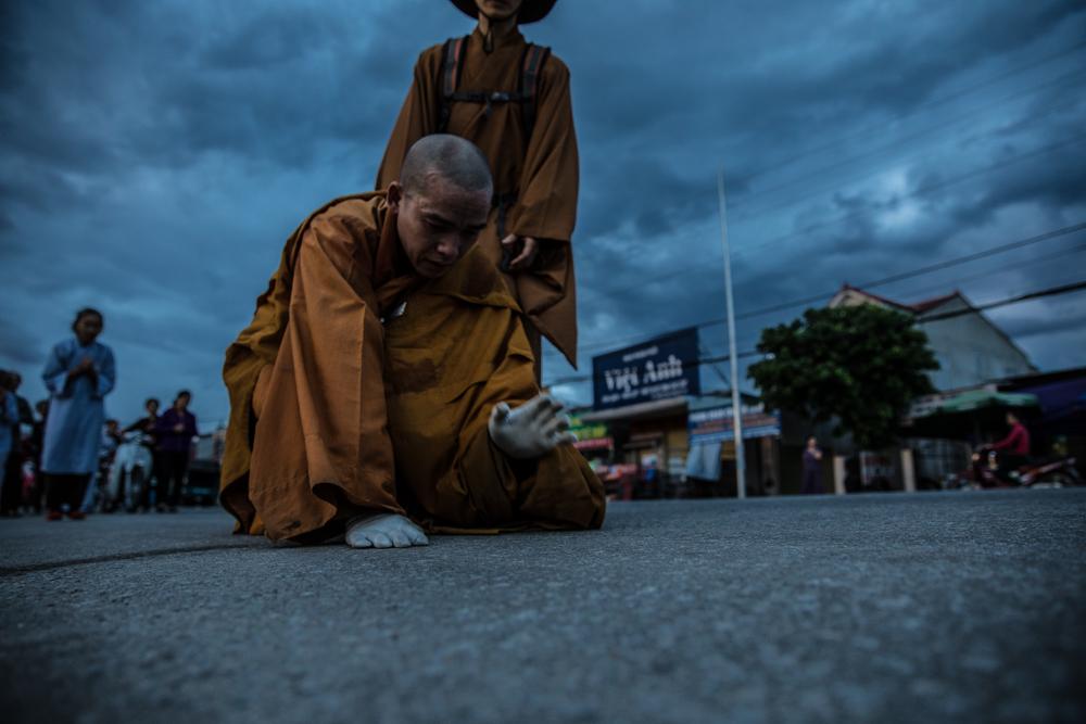 修行する僧侶たち