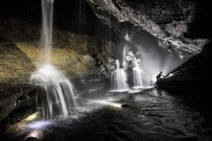 感動!洞窟探検ツアー
